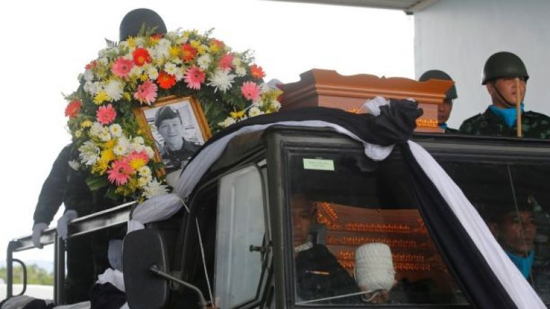 The body of Saman Kunan, a former Thai navy SEAL who died during an overnight mission, is carried during a repatriation and religious rites ceremony at Chiang Rai Airport. (Photo: AP)