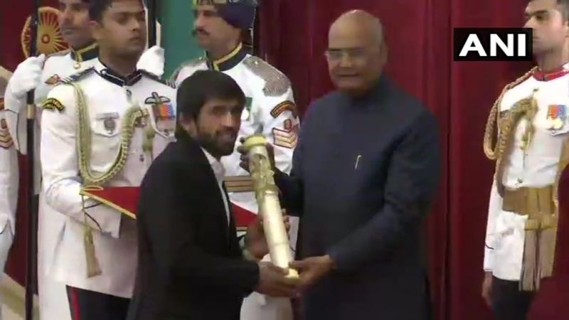 President Ram Nath Kovind confers Padma Shri award upon Bajrang Punia for the field of Sports- Wrestling (Photo: ANI | Twitter)