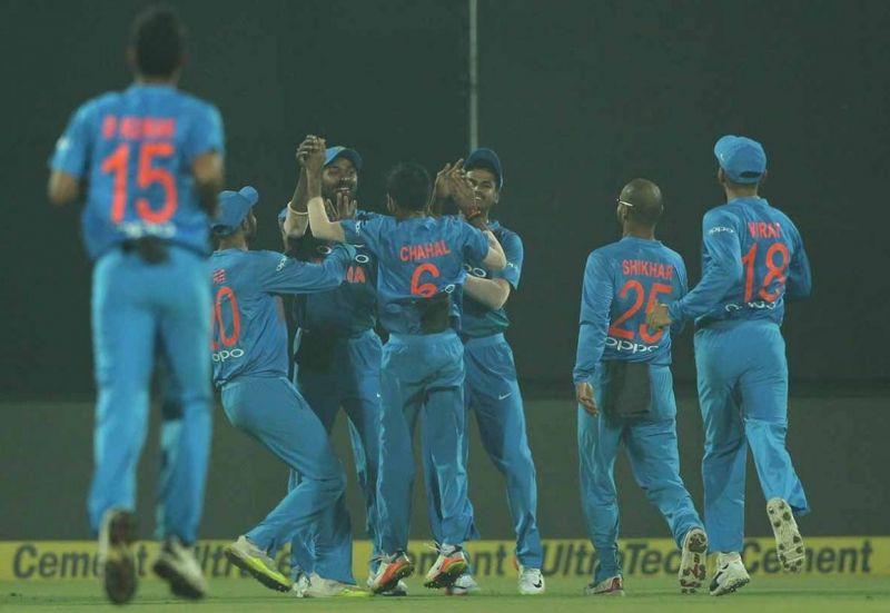 Team India celebrate Pandya catch