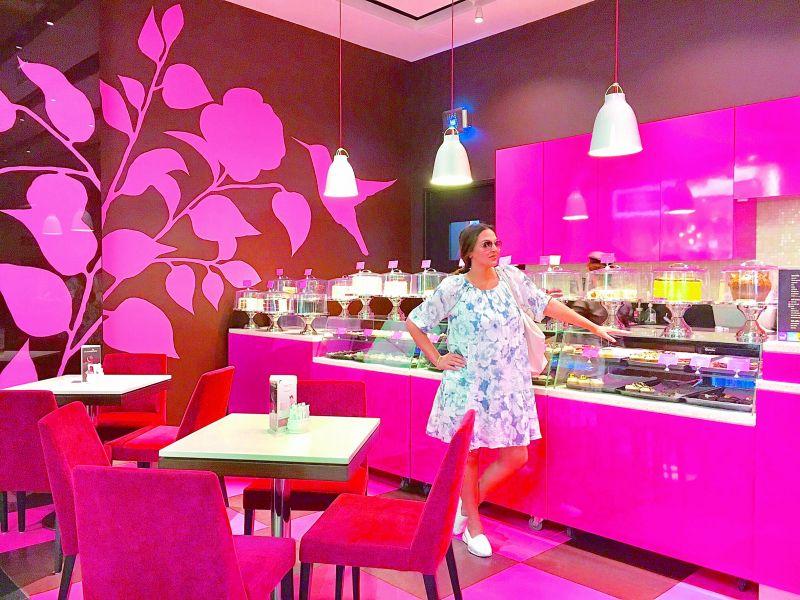 Holiday glam: Esha Deol enjoying her babymoon in Greece