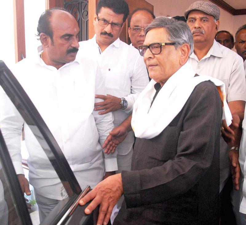 Former CM SM Krishna leaves his Sadashivnagar home for Chikkamagaluru — KPN