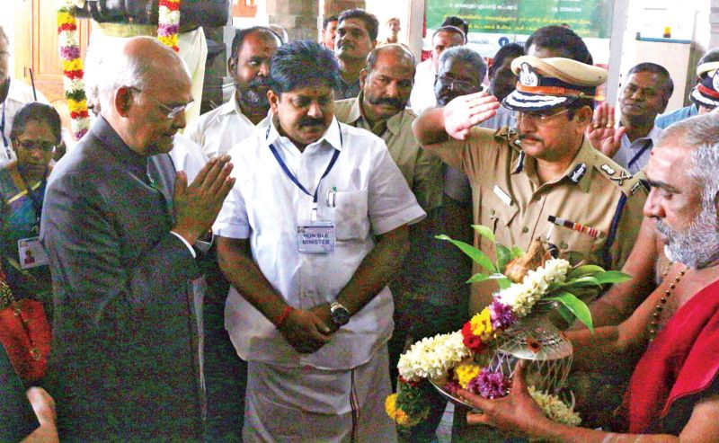 Kovind in Tamil Nadu, prays at temple