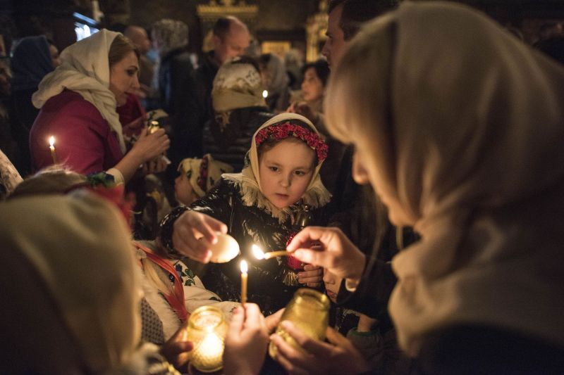 A Russian Orthodox priest blesses cakes and coloured eggs during an Orthodox Easter ceremony in Saint Petersburg on April 7, 2018, on the eve of the Orthodox Easter. Orthodox Ukrainians flock to churches around the country this week to celebrate Easter, the country's foremost religious celebration. (Photo: AFP)