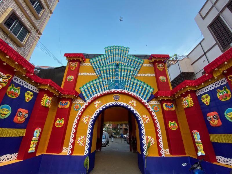 Entrance to Durga pandal, captured with the ultra-wide angle lens. (Photo: Siddhartha Joshi- @siddharthajoshi)
