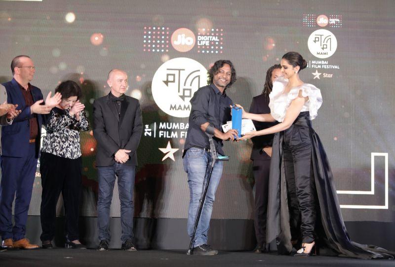 Uma Da Cunha, Mr. Ibrahim Hakki Guntay, General Manager at Turkish Airlines – Western and Southern India, Neelima Azeem, Jury Members - Namrata Joshi and Mike McCahill presenting the Discovering India Award at the Closing Ceremony of Jio MAMI 21st Mumbai Film Festival with Star 2019.