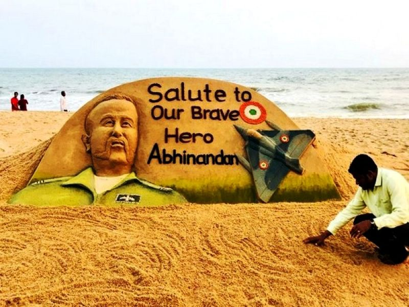 On February 28 too Sudarsan had etched Abhinandan's likeness on sand and wrote 'Salute to Our Brave Hero Abhinandan,' alongside it. (Photo: ANI)