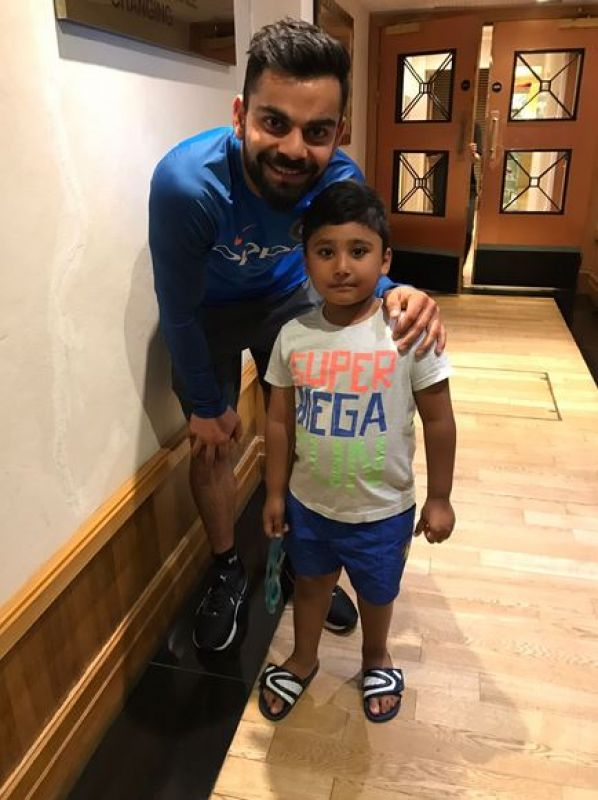 Virat Kohli poses with Pakistan opener Azhar Ali's son after the India vs Pakistan ICC Champions Trophy clash. (Photo: Twitter)