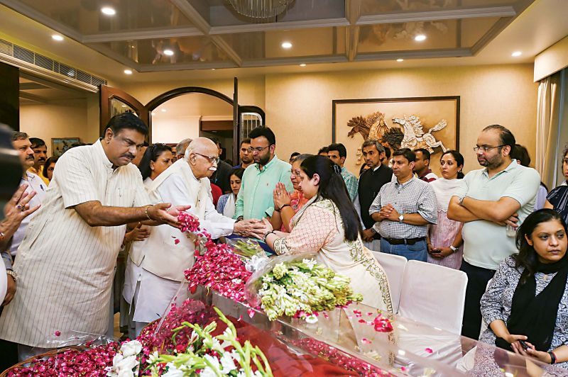 Veteran BJP leader L.K. Advani consoles family members of former finance minister and BJP leader Arun Jaitley, at Greater Kailash in New Delhi on Saturday —PTI
