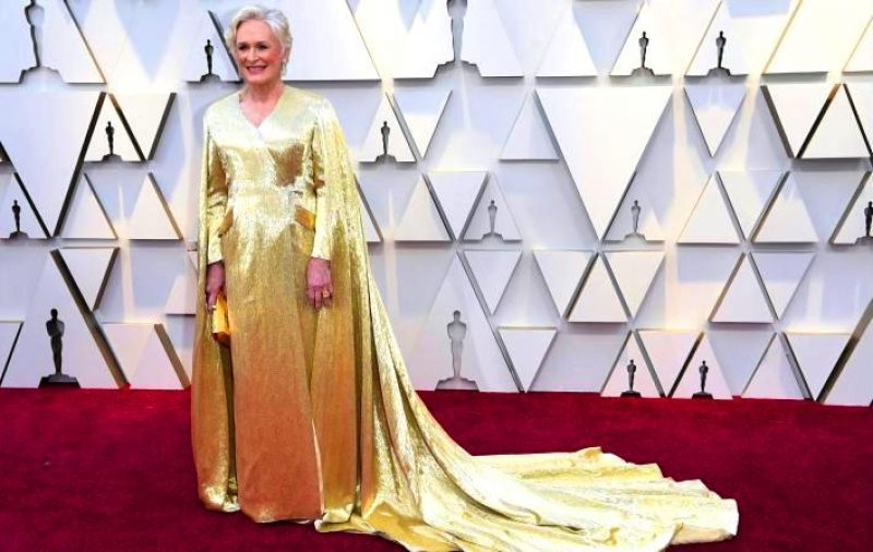 Glenn Close, in a 42lbs-golden cape gown by Carolina Herrera at the 2019 Oscars. (Photo: AP)