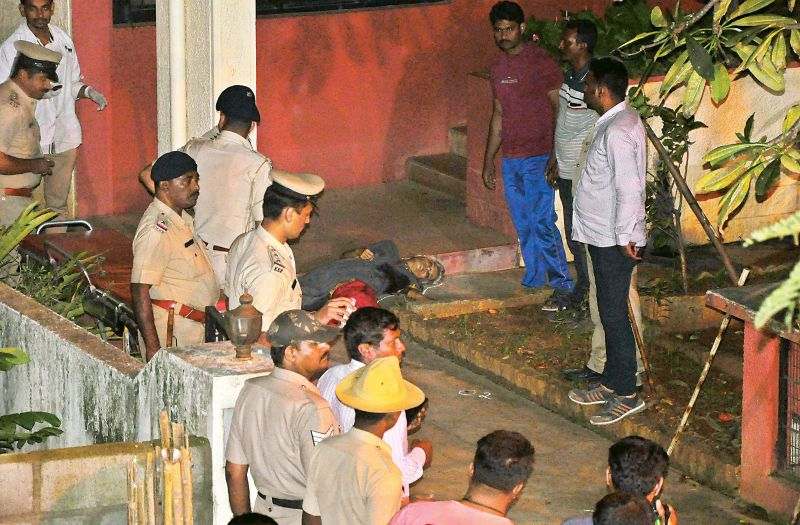 Policemen at Gauri Lankesh's house after she was shot dead. (Photo: DC)