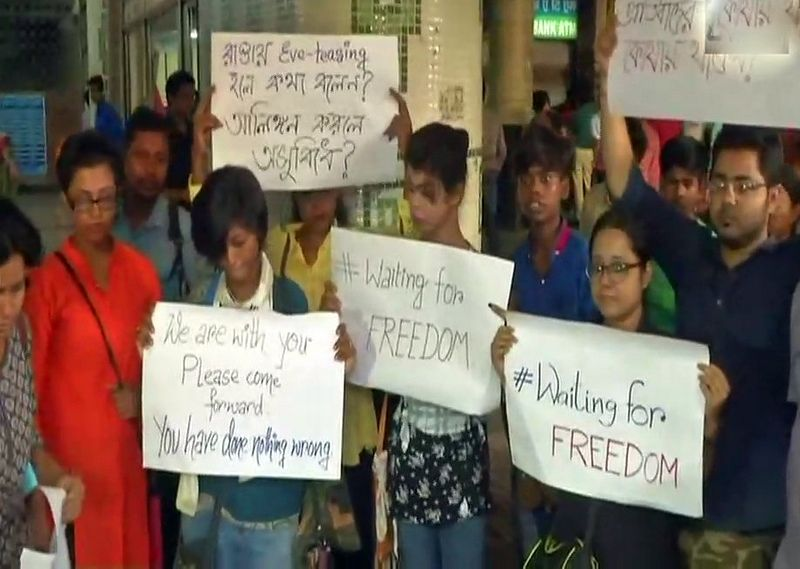 Protest outside Dum Dum Metro station in Kolkata. (Photo: ANI | Twitter)
