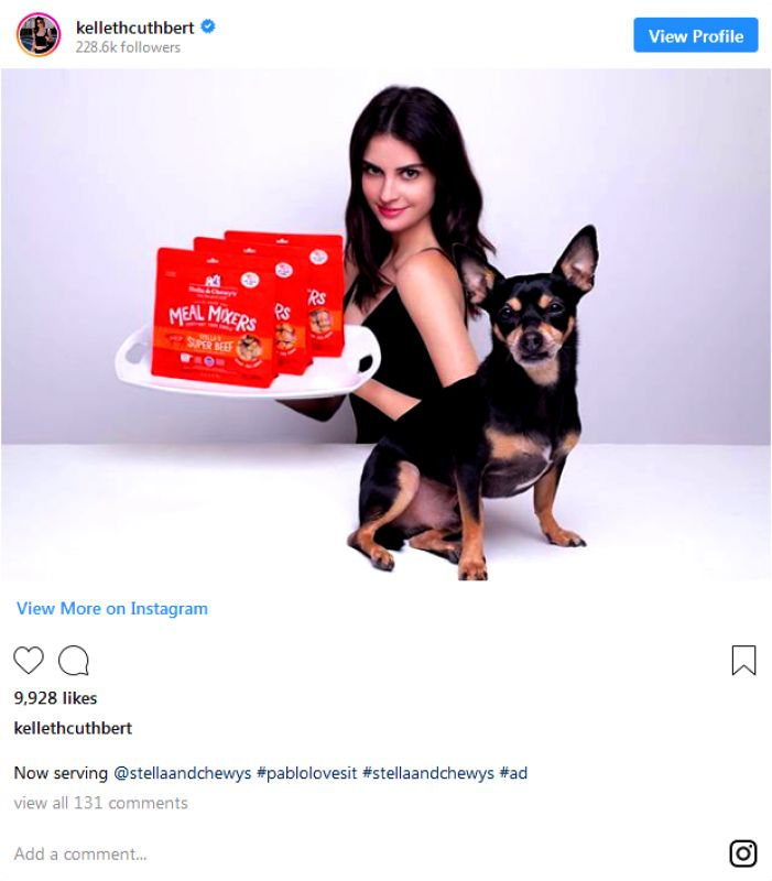 Cuthbert promoting a dog food brand in a similar fashion like her Golden Globes photobombing. (Photo: instagram/kellethcuthber)