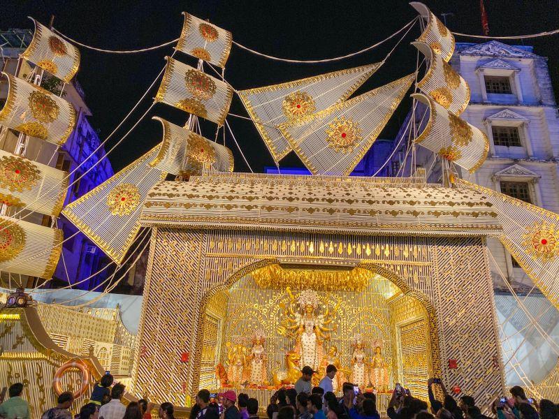 Chaltabagan Durga pandal, captured with the ultra-wide lens. (Photo: Siddhartha Joshi- @siddharthajoshi)