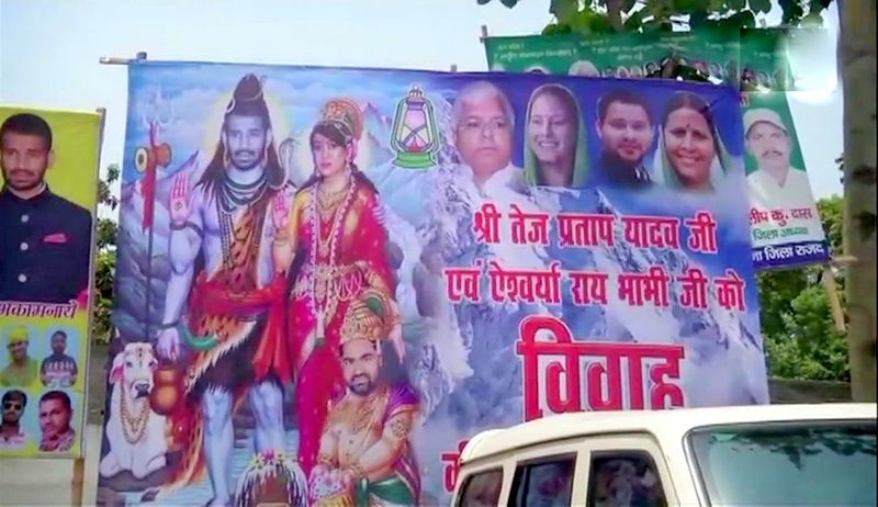 Poster outside Lalu Prasad Yadav's residence in Patna. (Photo: ANI | Twitter)