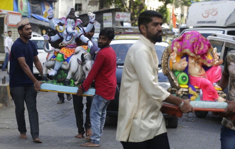 Devotees carry home idols of elephant-headed Hindu god Ganesha for worship during Ganesh Chaturthi festival celebrations in Mumbai. (Photo: AP)