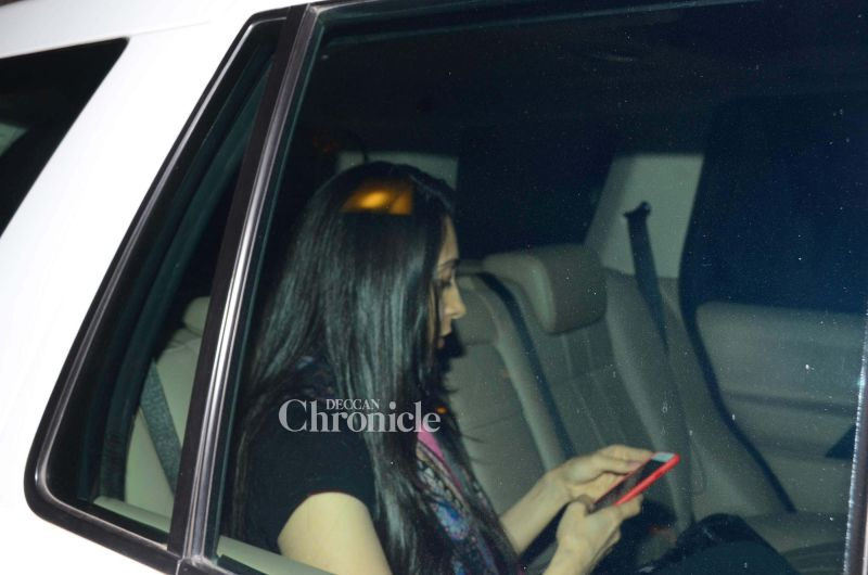 Snapped: Kareena looks stunning as she comes out to party with Karisma, Malaika