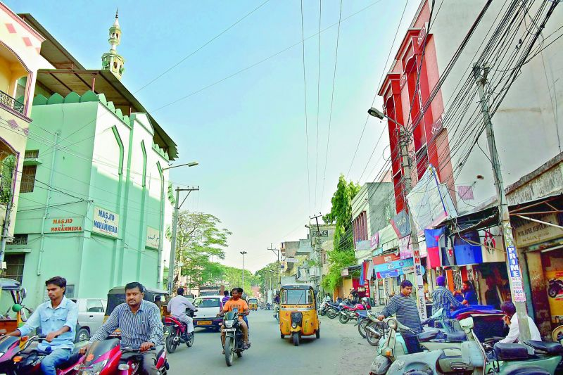 A mosque at Gudimalkapur in the middle of the road causing inconvenience to people. (Photo: DC)