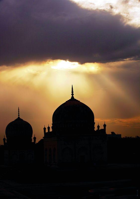Silhouette of Qutb Shahi tomb