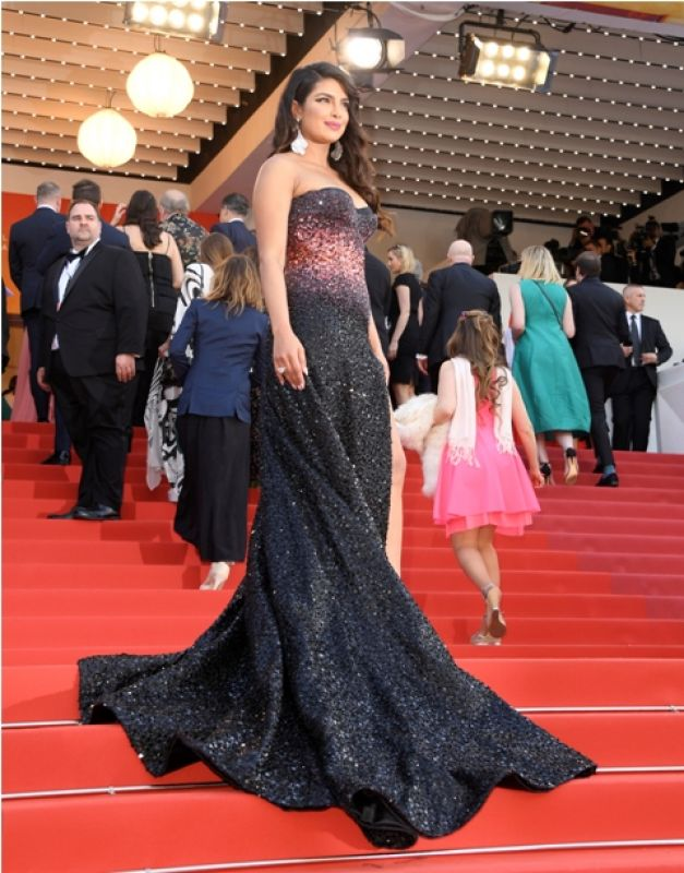 Priyanka in her gorgeous Roberto Cavalli dress. (Photo: AP/Arthur Mola/Invision)