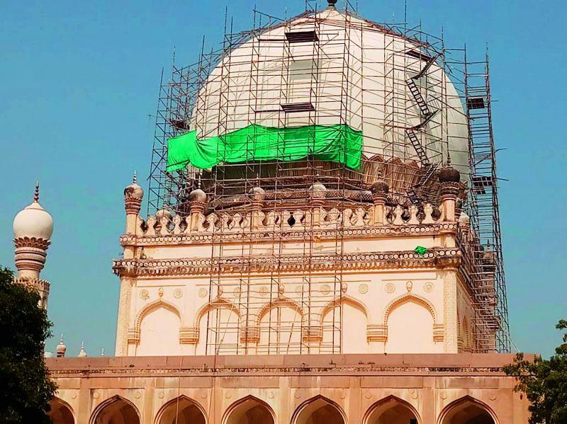 Restoration of the Hayat Bakash tomb.