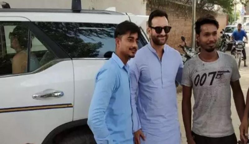 Saif Ali Khan with fans. (Photo: Navbharat Times)
