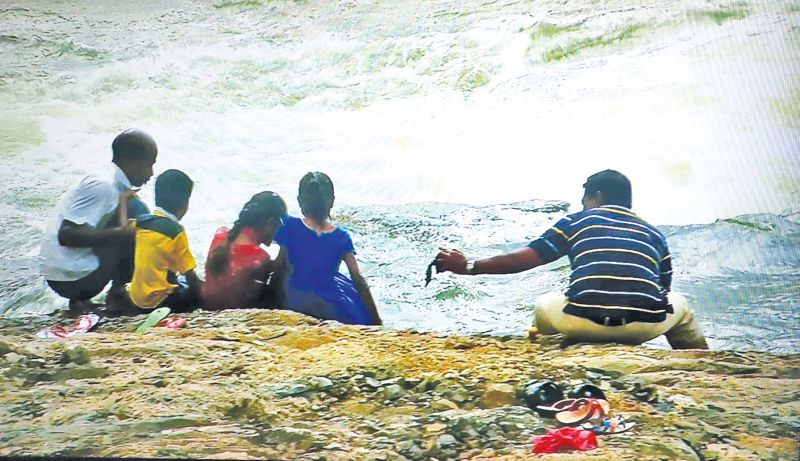 Despite the flood warning people revel near the river bank in Mettur.(Photo: DC)