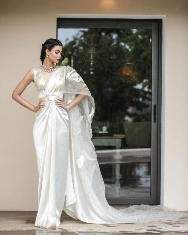 Diana looking ethereal in her white Amit Aggarwal saree. (Photo: Instagram @dianapenty)