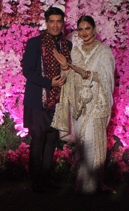 Rekha with fashion designer Manish Malhotra. (Photo Courtesy: Mrugesh Bandiwadekar)