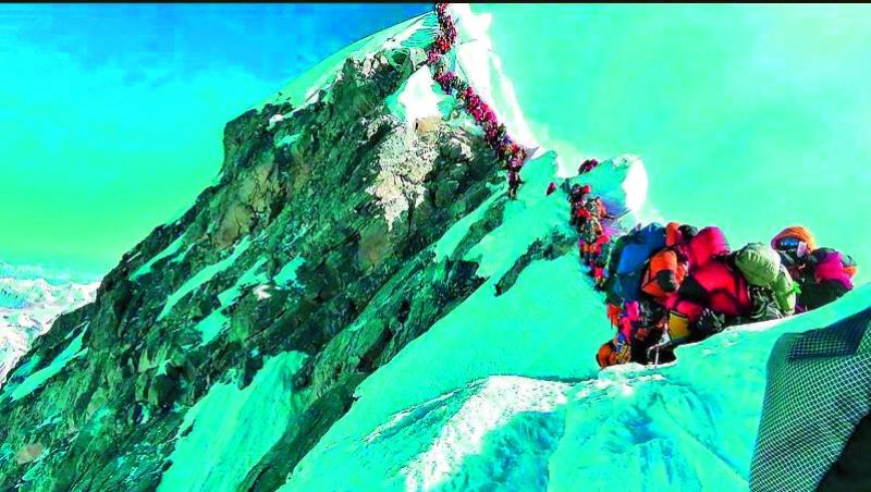 Images of hundreds of mountaineers queuing up to reach the Mt Everest summit.