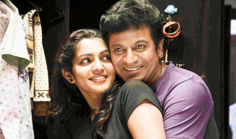 A scene from the Kannada movie  Andar Bahar  with Shivrajkumar