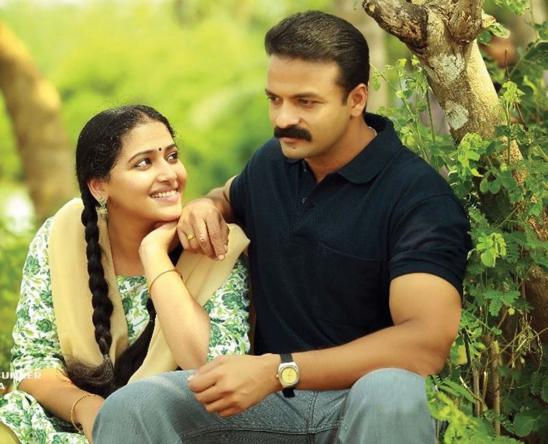 Anu Sithara and Jayasurya as Anitha and Sathyan in Captain.