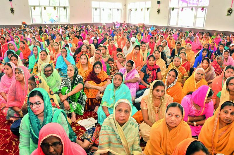Devotees singing keertans at the new gurudwara