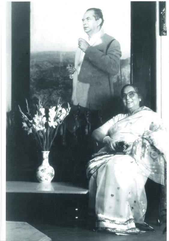 Manobina Roy, with her photograph of Bimal Roy, behind her clicked by Sanjay Marathe