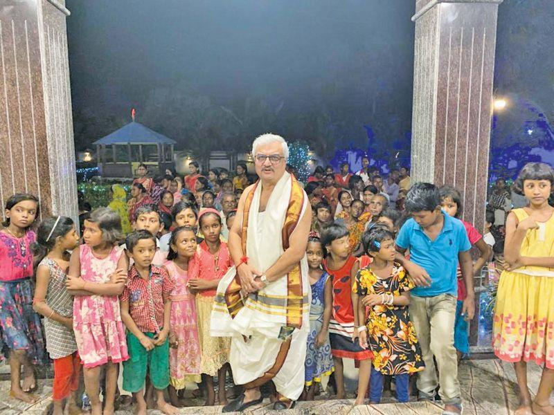 Rajib Kumar Hota with children