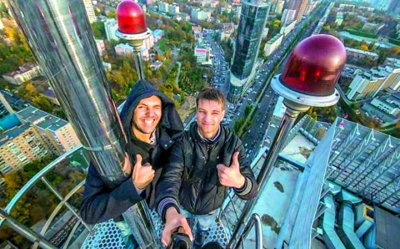 Russian daredevil Yaroslav Seheda and friend take a selfie from a rooftop (Picture credit: Yaroslav Seheda)