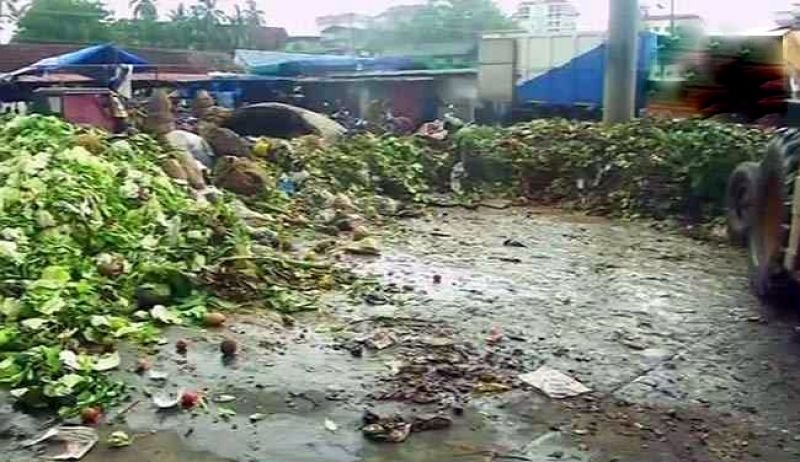 Garbage pile in Ernakulam market that was cleared after sub-judge's protest. (Photo: ANI | Twitter)