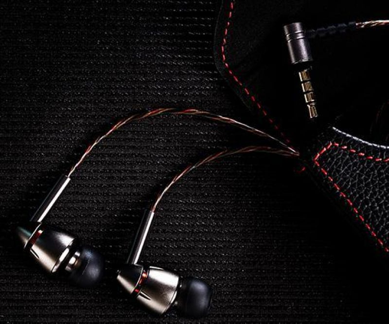 1MORE Quad-Driver in-ear headphones