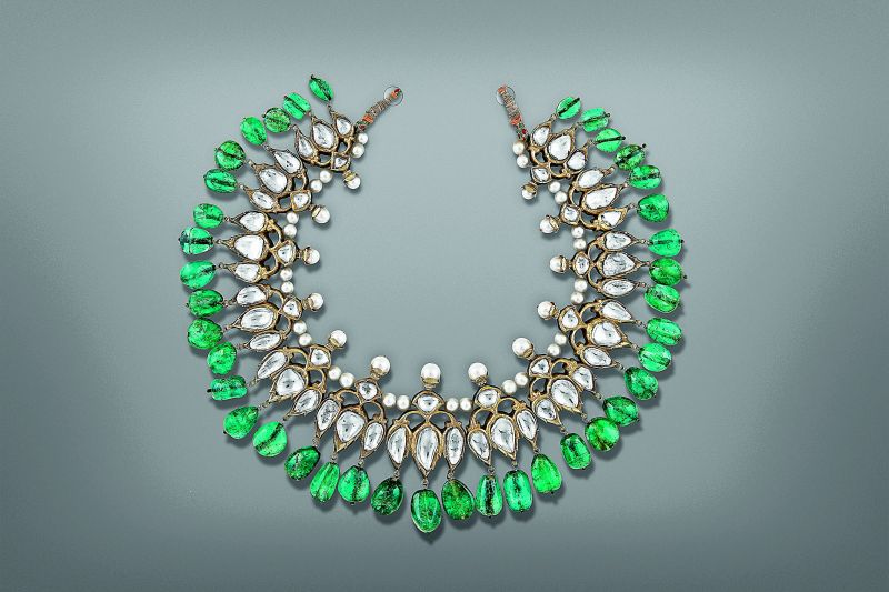 Champakali (necklace) made of gold, diamonds, emeralds and enamel. Deccan, early 18th century.