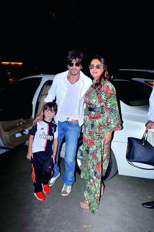 Shah Rukh Khan with wife Gauri and son Abram