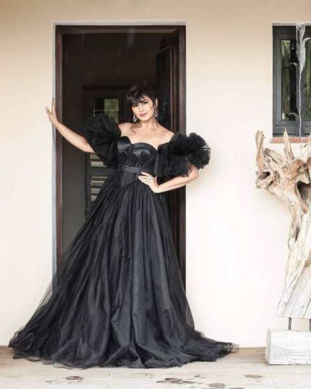 Huma Qureshi worked up old Hollywood glam in this dress. (Photo: Instagram @iamhumaq)