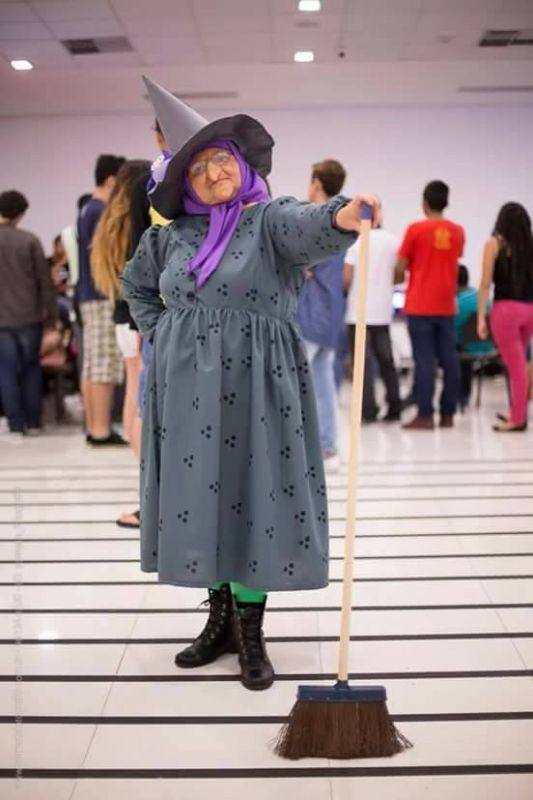 Solange Nascimento Amorim at a Cosplay Convention in Brazil dressed as The Bored Witch (Photo: Facebook)