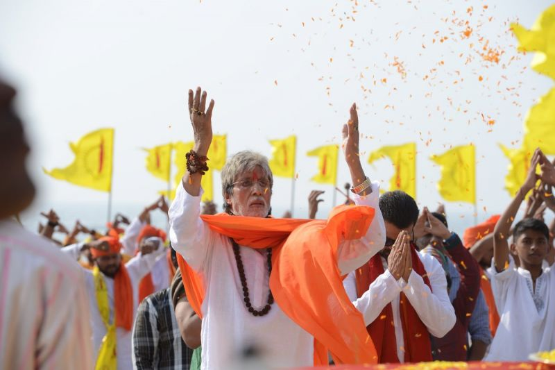 Amitabh Bachchan sings Ganesh aarti in 'Sarkar 3'