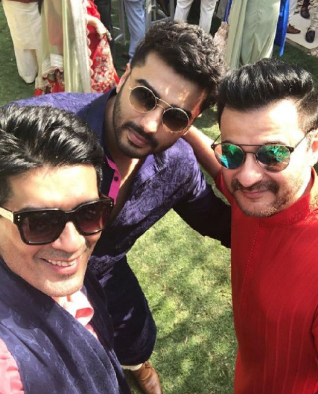 """Manish Malhotra shared this picture with Arjun and uncle Sanjay Kapoor and captioned it, """"With the Kapoor Boys @sanjaykapoor2500 @arjunkapoor#antumoh #mehendi #sunglasses #selfies#funtimes #arjunkapoor in #self#threadwork #manishmalhotralabel."""""""
