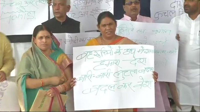 Protests outside Bihar Assembly. (Photo: Twitter | ANI)