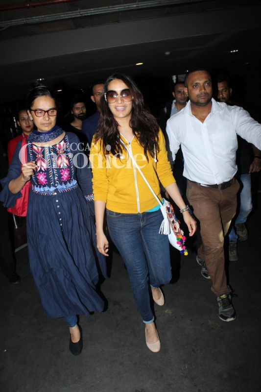 Shraddha Kapoor Was Snapped With Her Mother Shivangi At The Airport