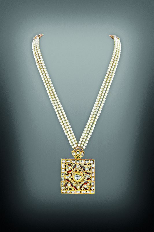 Taveez choti (braid amulet) made of gold, diamonds, pearls and enamel. Deccan, early 19th century.