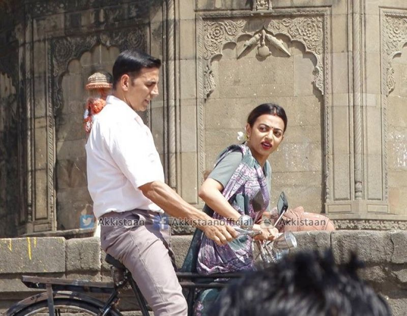 Pictures: Akshay takes Radhika Apte on bicycle ride as he starts Padman shoot in Indore