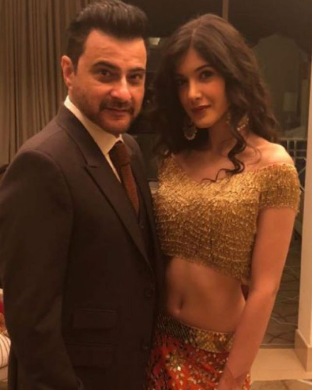 """Sanjay Kapoor shared this picture with daughter Shanaya and captioned it, """"Proud dad u were amazing tonight ❤️❤️ #antumoh💕."""""""