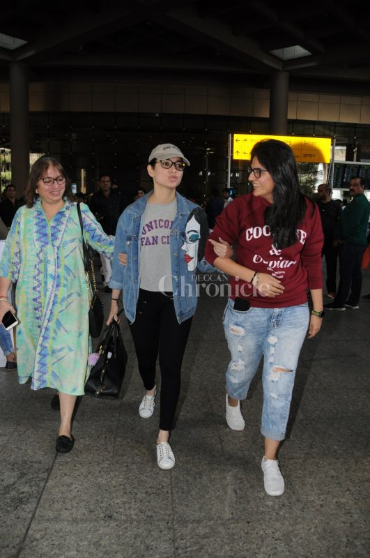 4537e2850 Actress Tamannaah Bhatia was snapped at the airport with her lovely mother  and sister. The