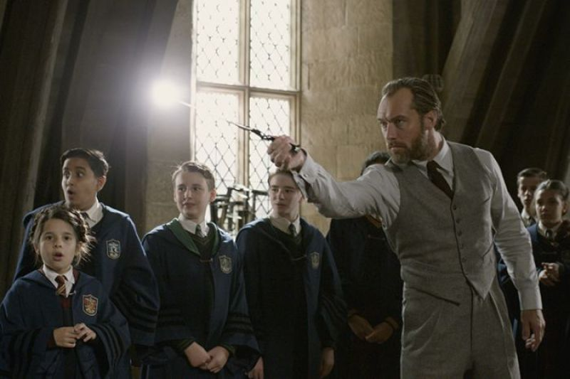 Jude Law as Albus Dumbledore in the still from Fantastic Beasts: The Crimes of Grindelwald.